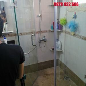 Lắp đặt vách kính tắm nhà A Minh