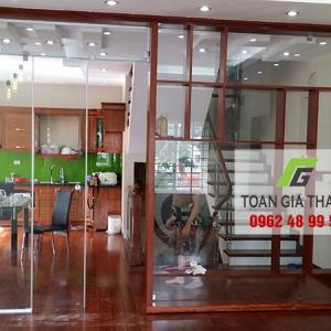 Cửa kính lùa, Vách tắm kính, Cầu thang kính nhà cô Hương số 20 LK8 KDT Văn Phú