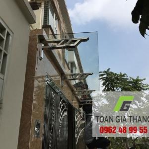 Lắp đặt Mái kính cường lực nhà anh Long TT19 Văn Phú