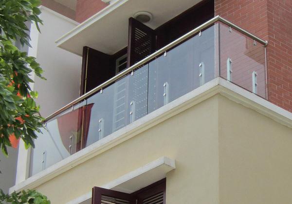 Tìm hiểu về thiết kế lan can ban công kính cường lực cho ngôi nhà của bạn
