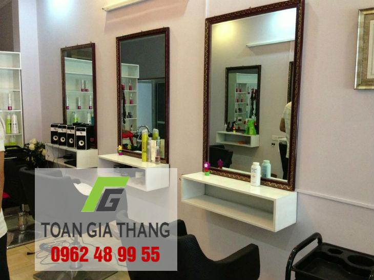 Gia-guong-kinh-treo-tuong-salon-toc