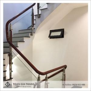 Cầu thang kính đa dạng bền đẹp