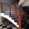 Cầu thang kính dùng chân trụ