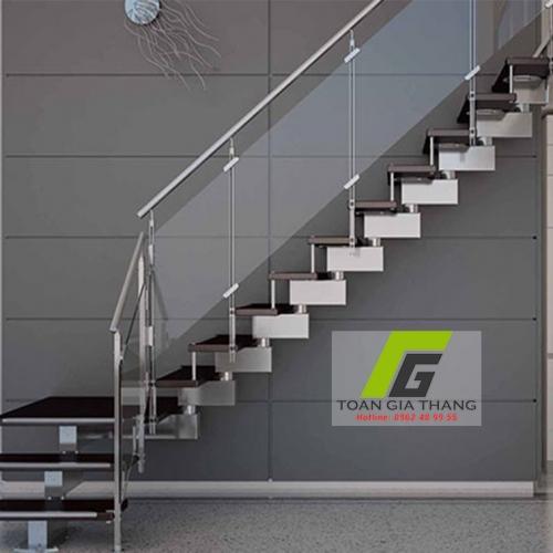 Cầu thang kính cường lực loại 10mm (10 ly)