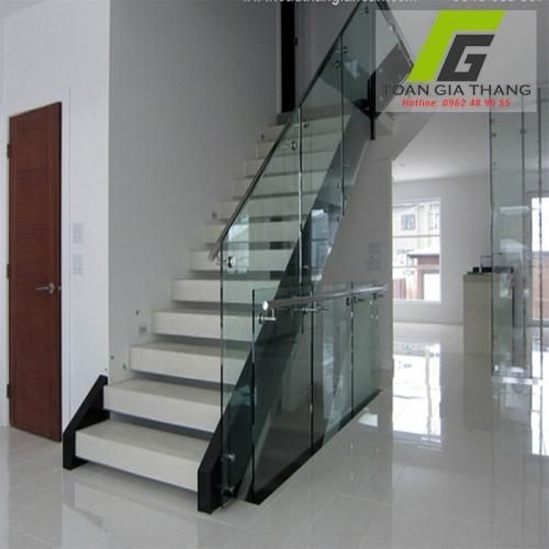 Cầu thang kính cường lực loại 12mm (12ly)