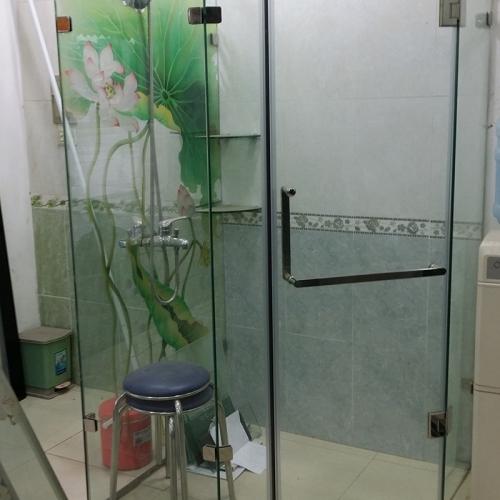 Vách kính tắm họa tiết