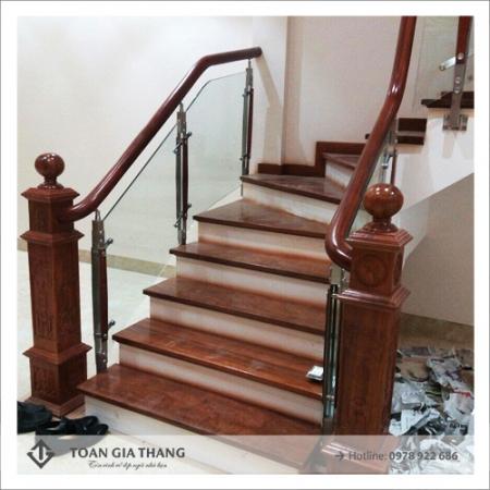 Cầu thang  chân trụ cái gỗ lim nam phi