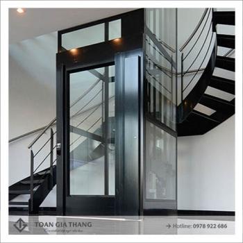 Vách kính cầu thang máy