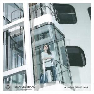 Vách kính thang máy ngoài trời