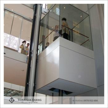 Thi công hố thang máy bằng vách kính