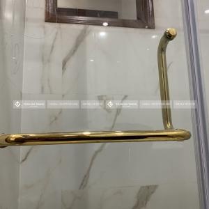 Cồng trình vách kính phòng tắm mạ vàng nhà A Tân - Nguyễn Viết Xuân