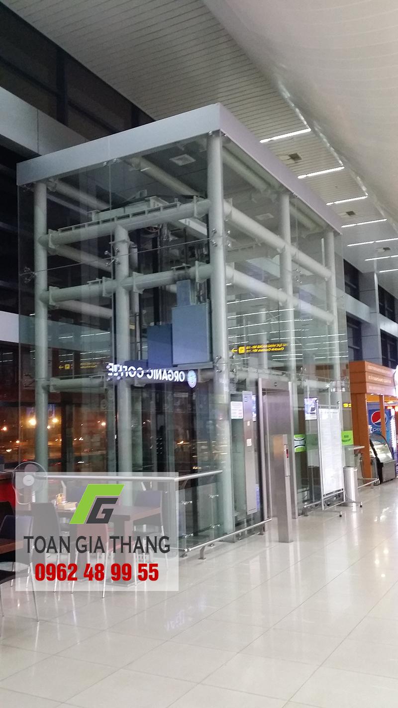 vach-kinh-bao-khung-thang-may-gia-dinh-tai-ha-dong
